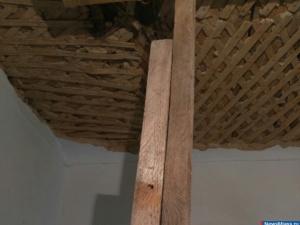 Потолок готов обрушиться