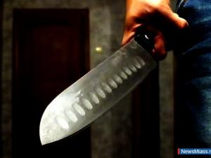 Ножом в сердце: в многоэтажке Миасса нашли разлагающийся труп
