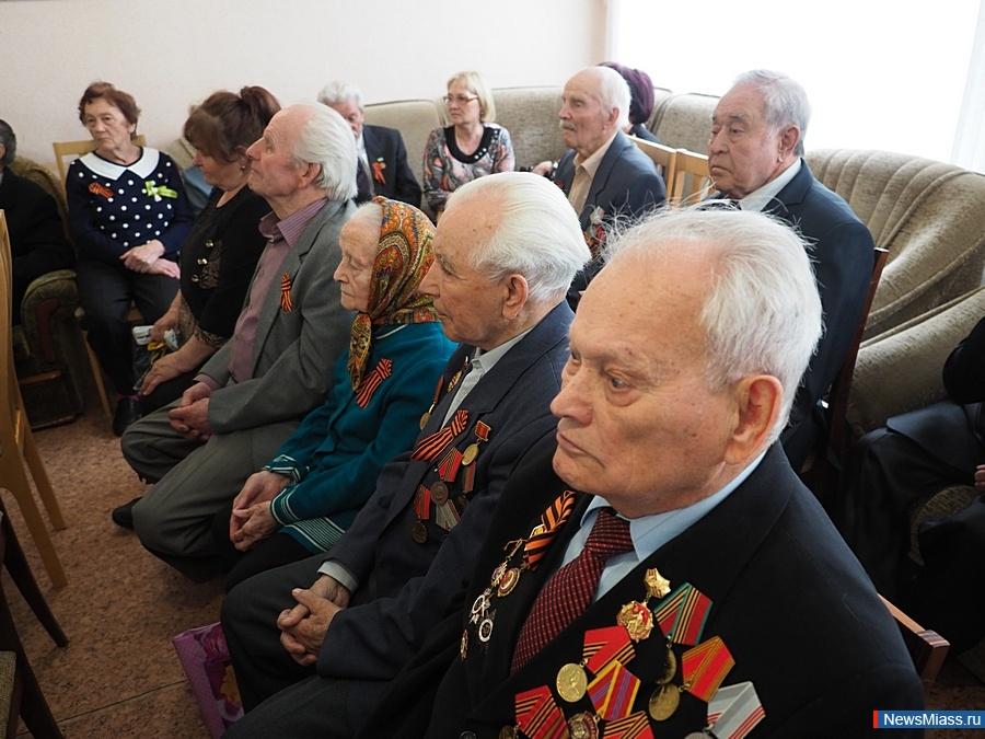 Поздравление ветеранов губернатор